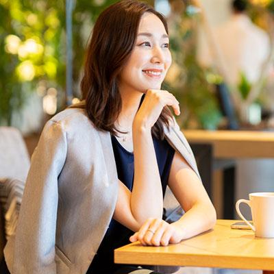 仕事とプライベート両方使えるジャケット選びのポイントは?大人女性のジャケットコーデ術をプロが紹介!